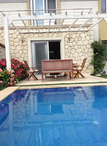 ALACATI VILLA WITH POOL - Alaçatı - Villa