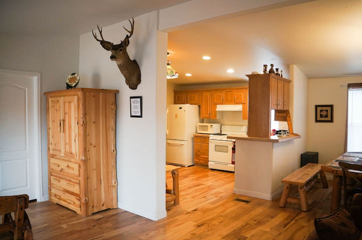 LUXURY NEW CABIN, VERY CLEAN, BEST! - Big Bear City - Cabane