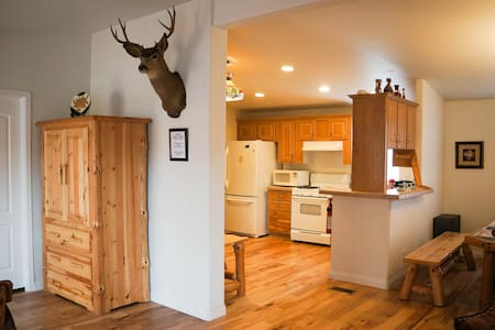 LUXURY NEW CABIN, VERY CLEAN, BEST! - Big Bear City - Blockhütte