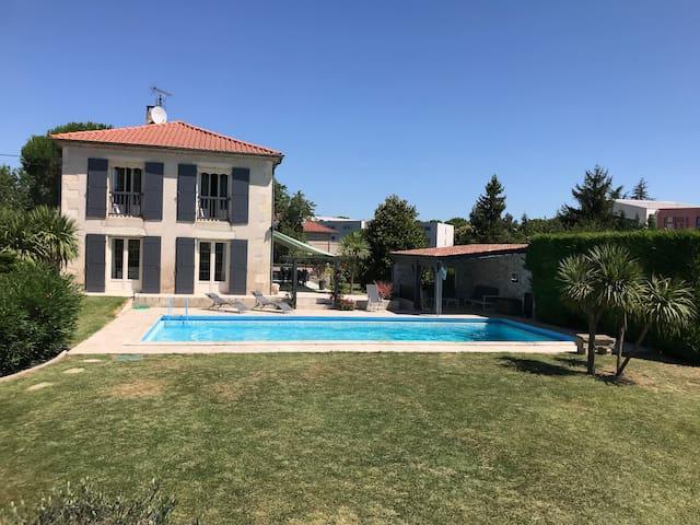 Rare, maison avec piscine et tennis dans Agen
