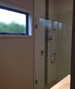 Own room and bathroom in sunny Tauranga - Tauranga - House