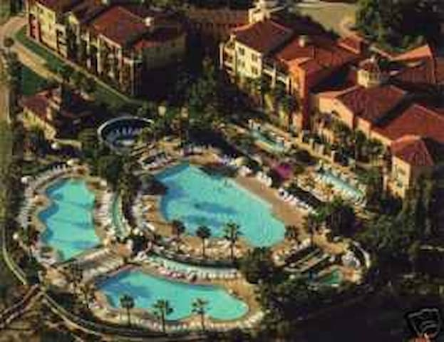 7 large pools in 3 separate areas of the resort