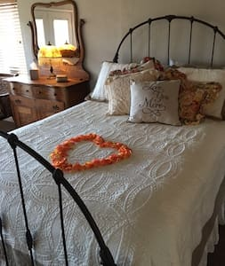 Quiet Secluded Cottage - Personal & Business  Stay - Clements
