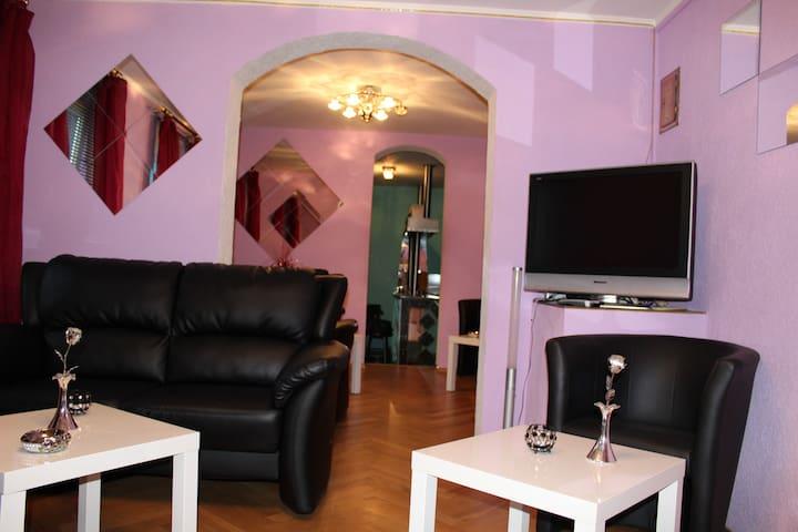 Haus 4Schlafzimmer,3Duschen,3Wohnräume,1Küche,1Bar - Gotha - Casa