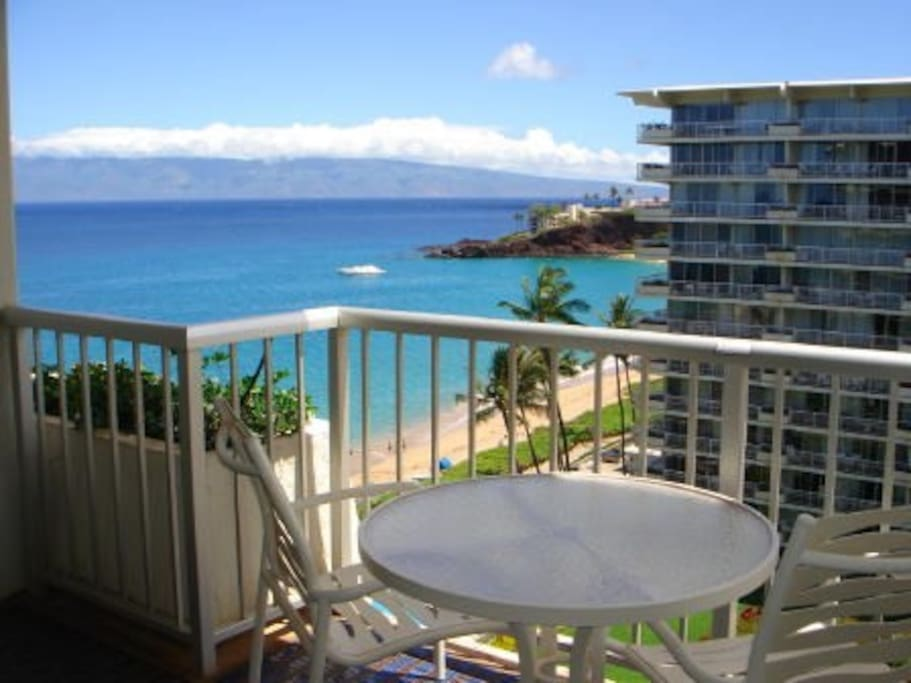 Incredible views of the ocean, Molokai and Black Rock. Enjoy relaxing on your lanai and sharing a meal while watching a spectacular sunset!