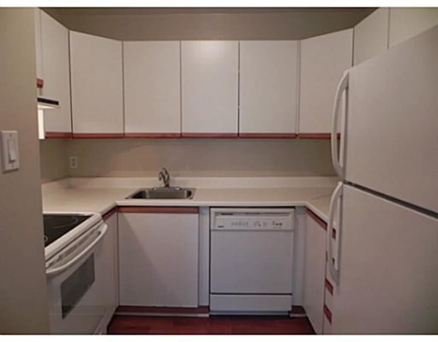 The kitchen is renovated, apologizes for the outdated photos!