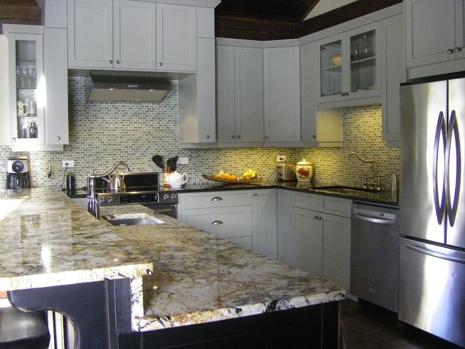 Updated kitchen for guests full use