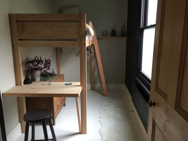 Single bedroom in Montpelier terraced house