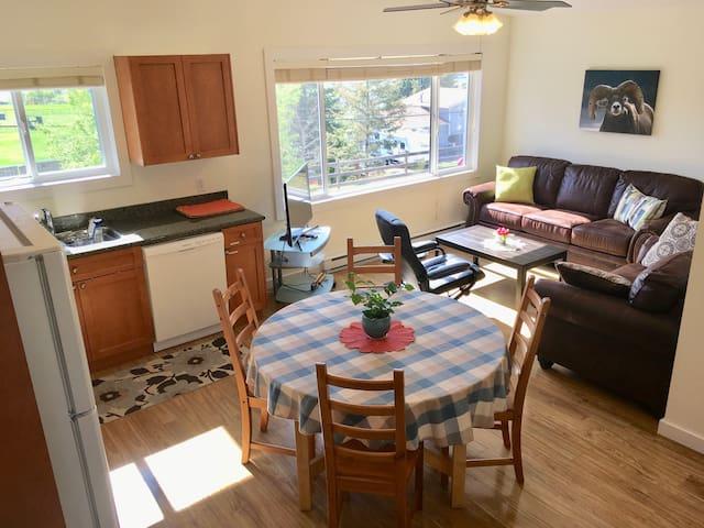 Detached, bright and quiet suite