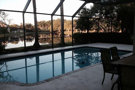 Private room & bath - pool - Weston
