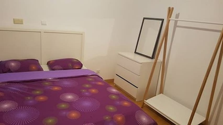 Large Sunny Double Room with Seperate Bathroom