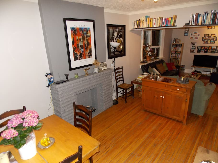 Dining room, fake fire place, dry sink