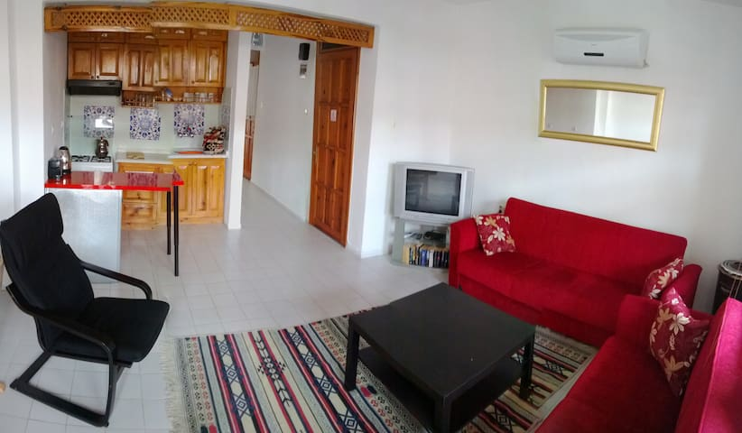 2+1 apartment,great central location near beach. - Akyaka - Apartment