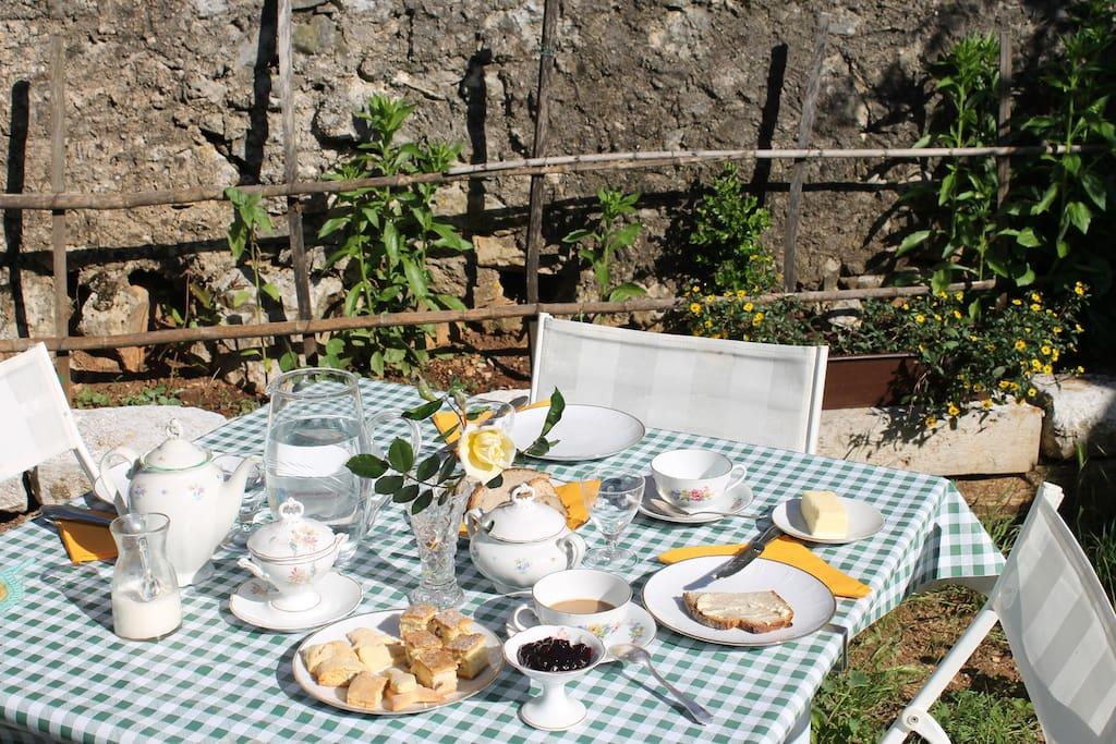 prima colazione all'aperto