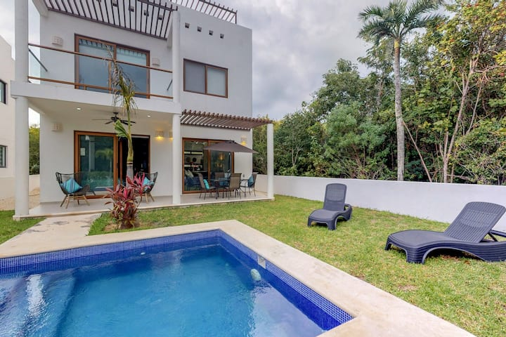 Modern home w/ two independent units, private pool, garden, terrace, AC & WiFi!