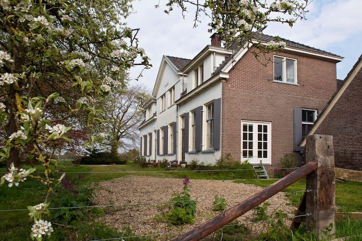 Appartement in boerderij uit 1791 - Brummen - Apartmen