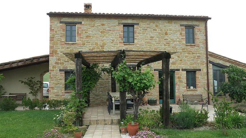 Casa Felice in Italy - Sant'Angelo in Pontano - Huis