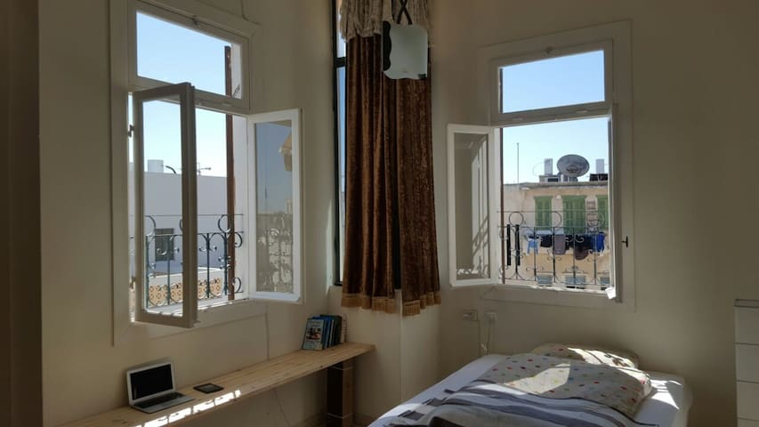 Room with Private Bathroom in Old Yafo Building - Tel Aviv-Yafo - Apartament