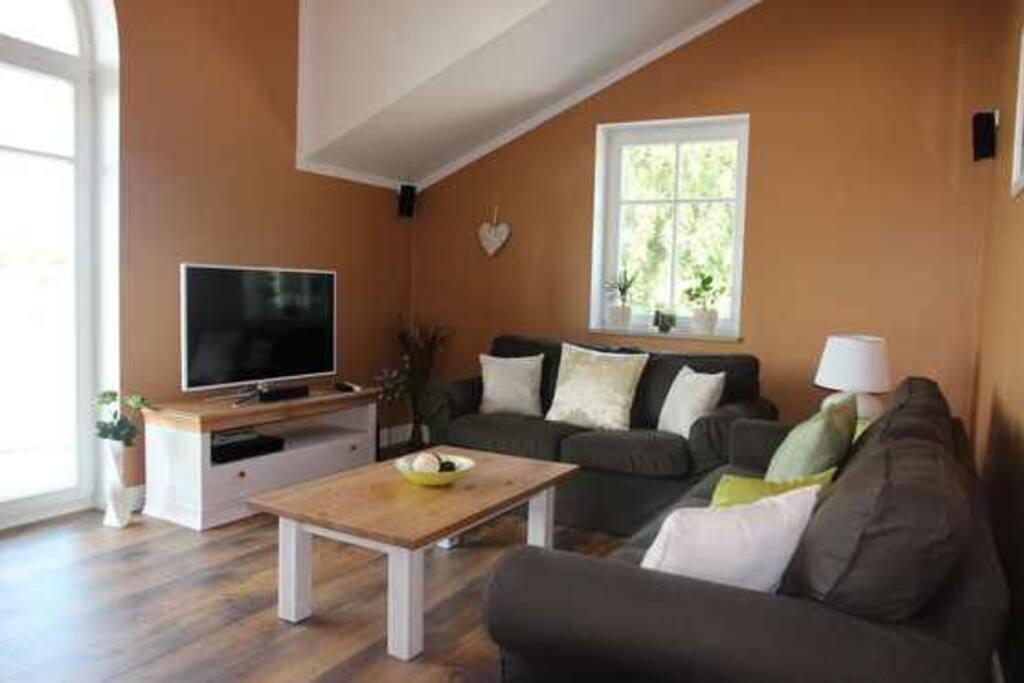 Bequeme Sitzmöbel im Wohnbereich mit bis zu 4 m hoher Decke