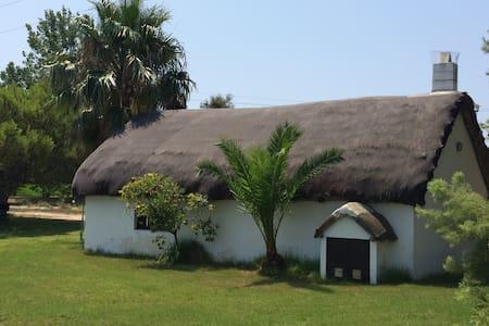 Unique 'La Gola y La Goleta' - Els Muntells - Blockhütte
