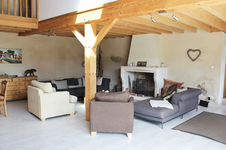 Spacious Charentais tranquility   - Massignac - Bed & Breakfast