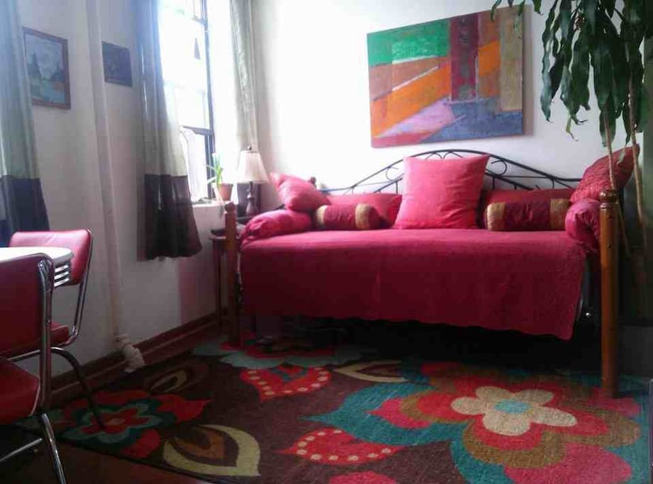 Another angle of Daybed.
