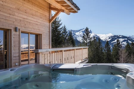 LUXURY FAMILY-FRIENDLY SKI CHALET ~ Ski-in&Ski-out