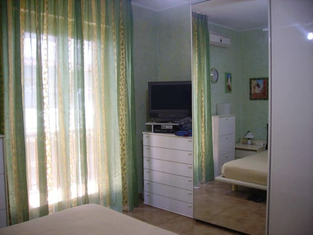 Camera privata in buona posizione tra mare e Etna - Aci Sant'Antonio - Appartement