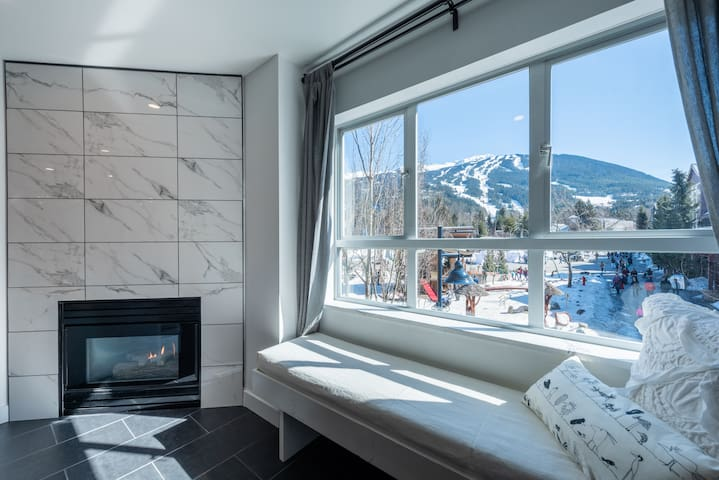 ❄️Modern & Central Village Condo | Views & Hot Tub