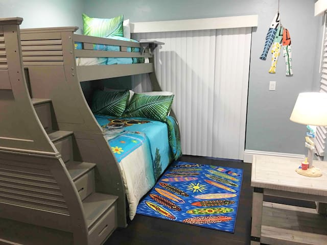 Trundle bunk bed: Twin on top, full on bottom...there is another twin bed that rolls out from under the bottom bunk.  Walk in closet.