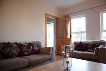 3 bed cosy house 1.3km to Main St. Free WiFi & (P)