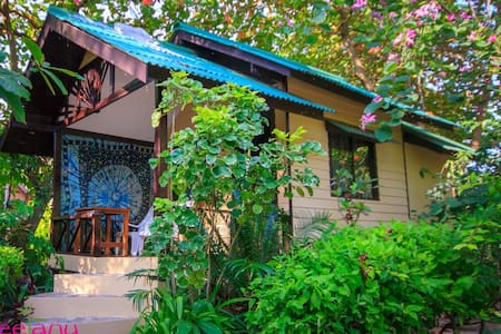 Cute small thai bungalow for 1 or 2 pers