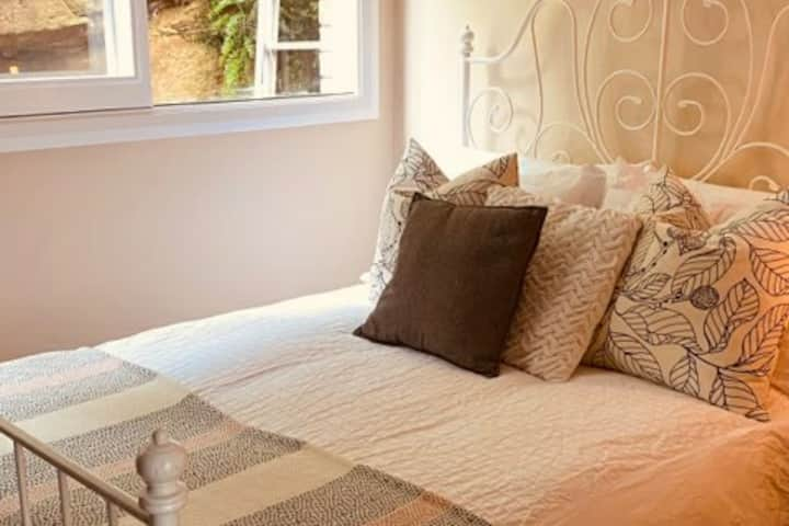 1 Bedroom Private Air Conditioned Garden Unit.