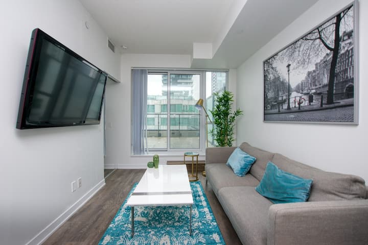 **Entire Condo** Luxury Condo Downtown Toronto