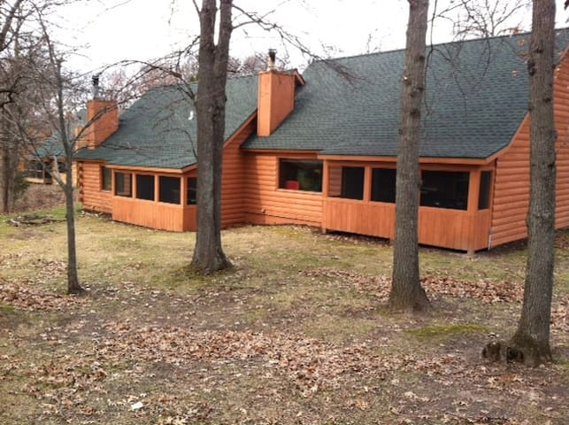 Christmas mountain village timbers cottages for rent in for Cabins in wisconsin dells for rent