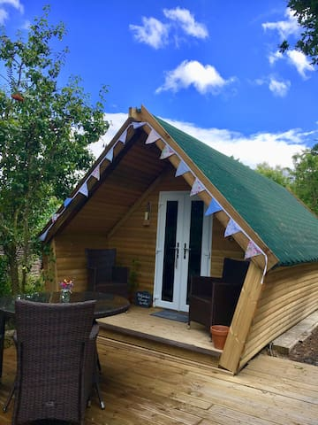 Luxury glamping pod, hot tub in a beautiful valley