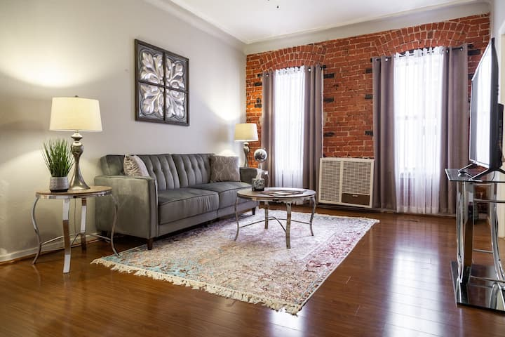 Charming 1 BDR Apartment