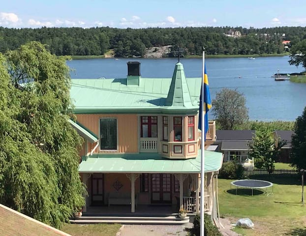 Waterfront, big house anno 1898