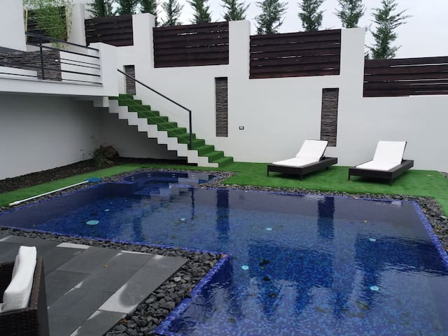 Private FAMILY VILLA with Jacuzzi & Swimming pool