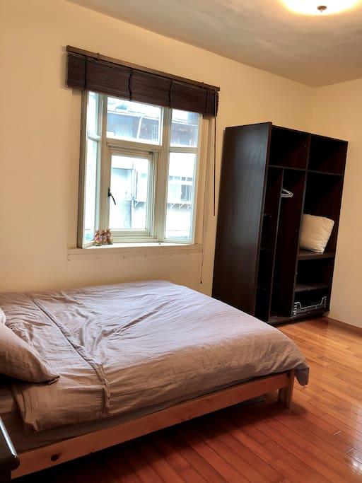 雙人床&實木衣櫃