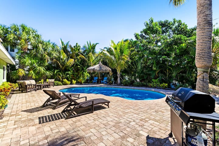 Tropical-themed getaway with a private pool - walk to free trolley, shopping!