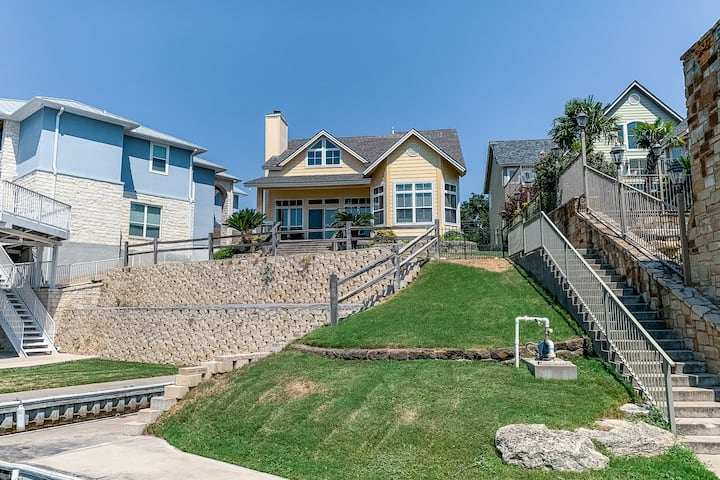 Newly renovated home w/private beach/dock/patio/enclosed yard/hammock/free WiFi!