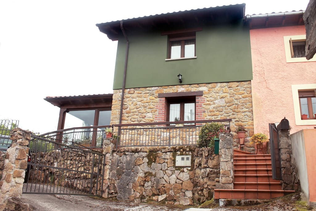 Lateral de la casa y acceso