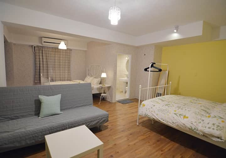 3 Double Bed, 5 minutes to Shilin Night Market