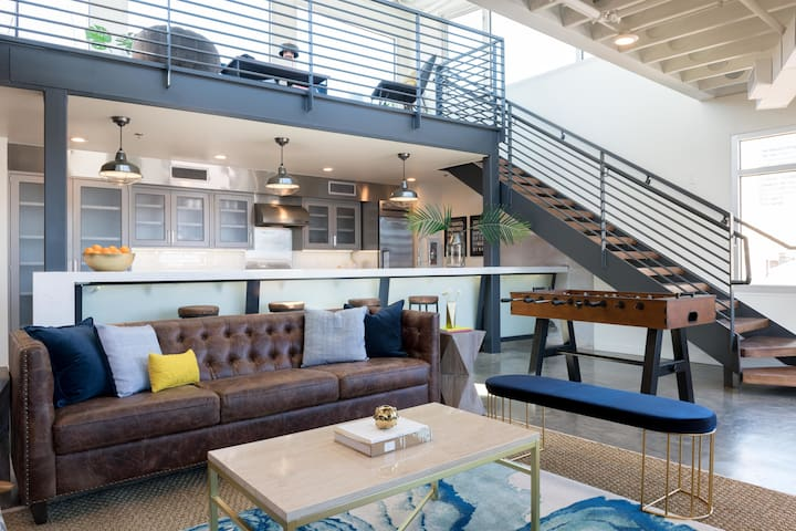 Domio   Warehouse District   Penthouse Views   Chic Two Bedroom