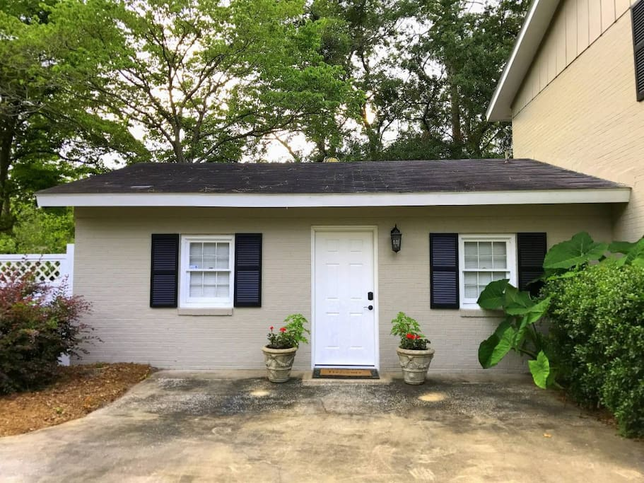 In-Law Suite newly remodeled to suit every guest.  Private entrance with access to private pool.  Large back yard, patio and seating for six (6).