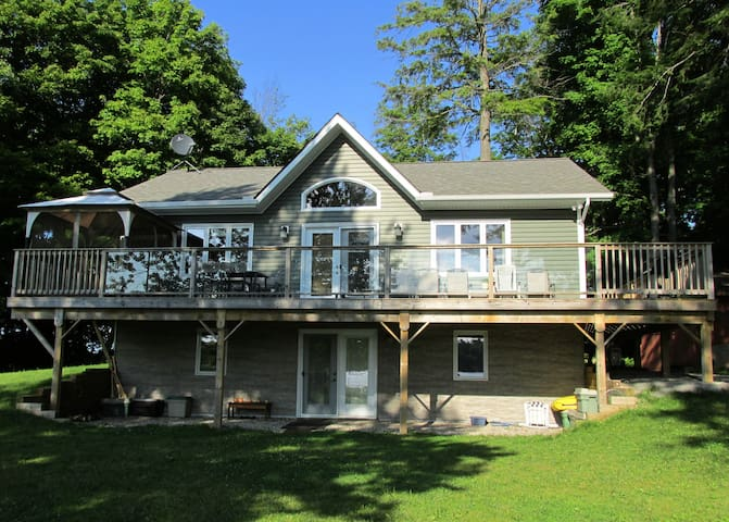 Beautiful Lake House in SE Ontario - Lyndhurst - Huis