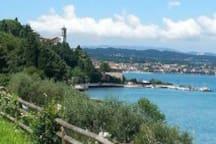 Vista panoramica dalla passeggiata di  Rivoltella
