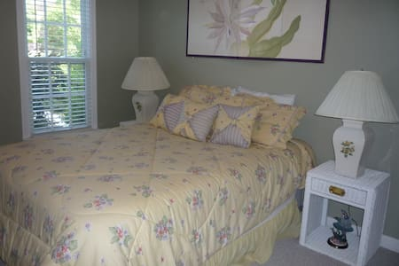 Relaxing and Upscale Stay near UNCC - Harrisburg - Bed & Breakfast