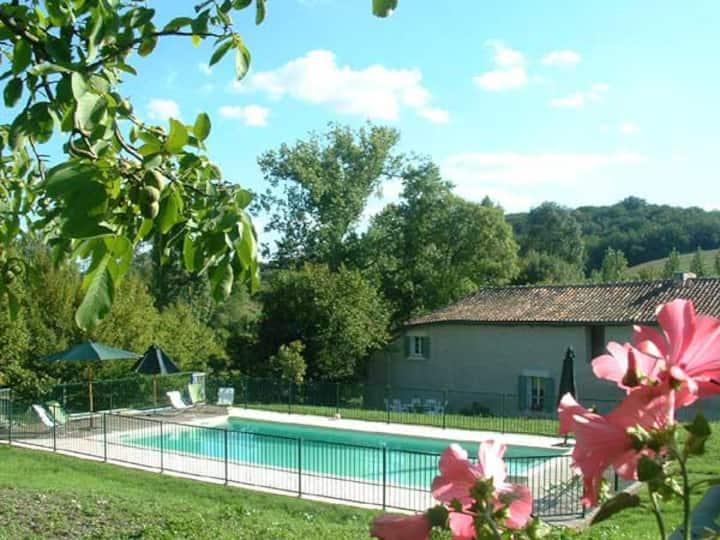 Grand gîte avec piscine entre Charente et Périgord